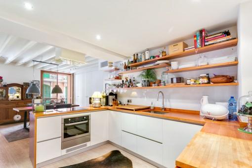 Küche mit einem offenen Raum Konzept