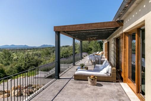 Loungebereich auf dem Balkon