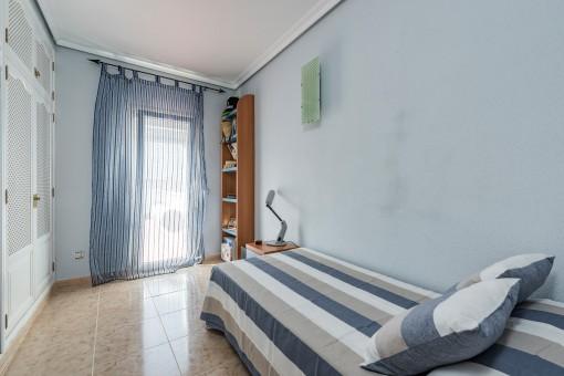 Das dritte Schlafzimmer mit Einbauschrank