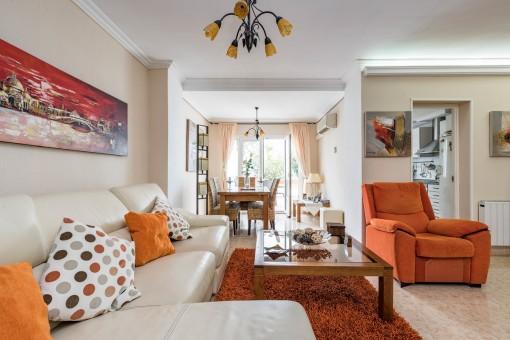 Schöner Wohn-und Essbereich mit Terrassenzugang