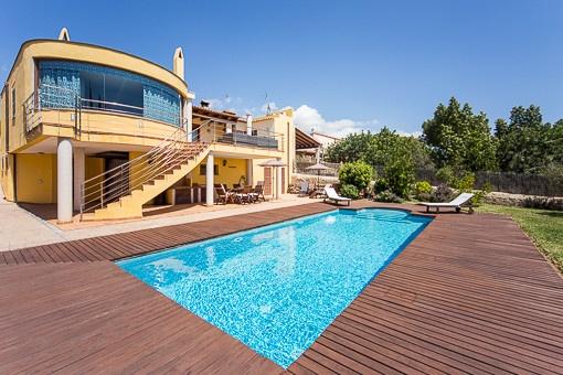 Geschmackvoll renoviertes Haus mit Pool und unverbaubaren Meerblick in Sa Cabaneta