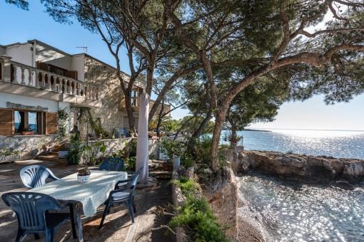 Beeindruckende traditionelle Villa oberhalb des Meeres mit unglaublichem Panoramablick in Son Caliu