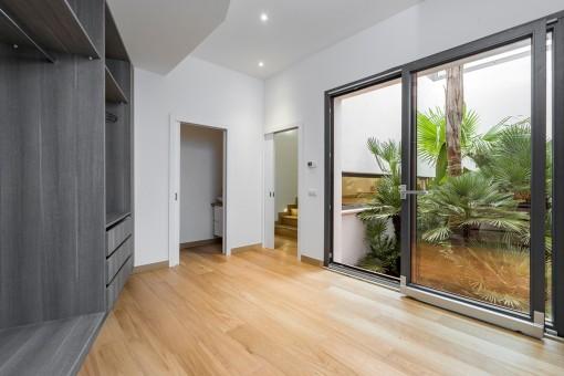 Nobles Schlafzimmer mit Badezimmer en Suite