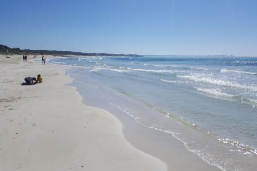 Wunderschöner Strand in der Nähe des Grundstücks