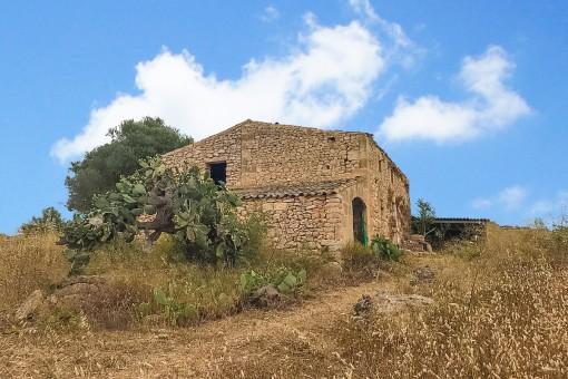 Großes Baugrundstück mit Ruine und Projekt Nähe Son Carrio