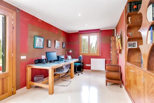 Das Arbeitszimmer kann auch als Schlafzimmer genutzt werden