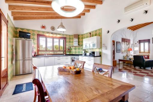 Der offene Wohn-und Essbereich bietet eine angenehme Atmosphäre