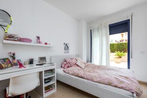 Tolles Schlafzimmer mit Terrassenzugang