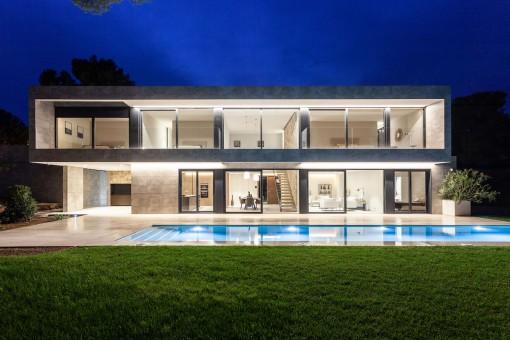 Imposante Designervilla mit großem Pool in guter Lage von Santa Ponsa