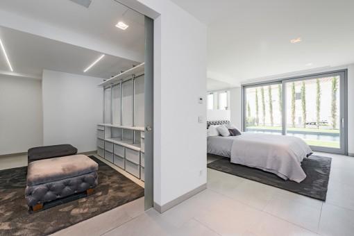 Hauptschlafzimmer mit Ankleidezimmer