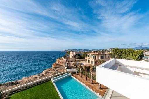 Moderne Villa mit Traumblick in erster Meereslinie in El Toro