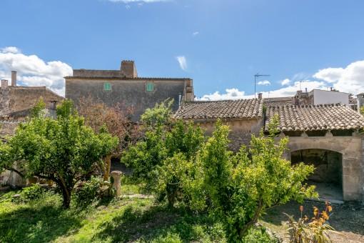 Mallorquinisches Stadthaus mit Garten, Garage und Ölzentralheizung in Costitx