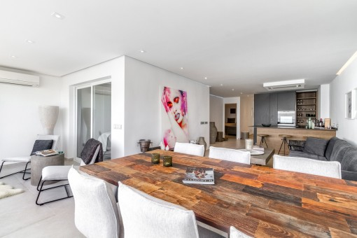 Offener Wohn-und Essbereich mit Küche