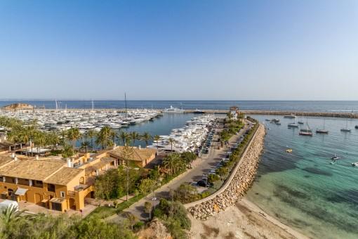 Spektakulärer Blick auf den Yachthafen von Puerto Portals