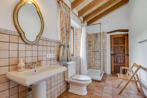 Charmantes Duschbadezimmer