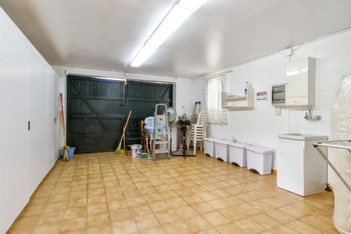 Großzügige Garage oder Abstellraum