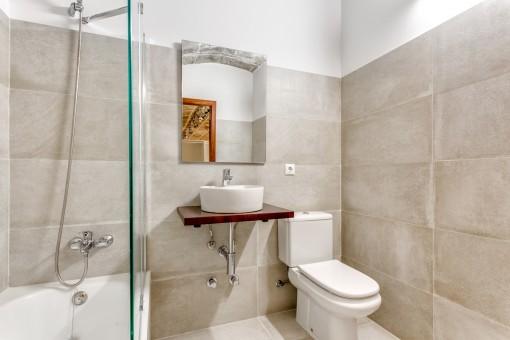 Elegantes Duschbadezimmer