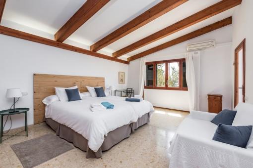 Hauptschlafzimmer mit Sofa