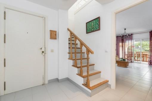 Treppenaufgang und Eingangsbereich