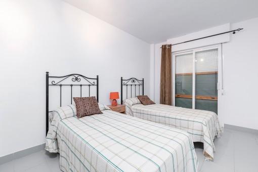 Gästeschlafzimmer mit 2 sparaten Einzelbetten