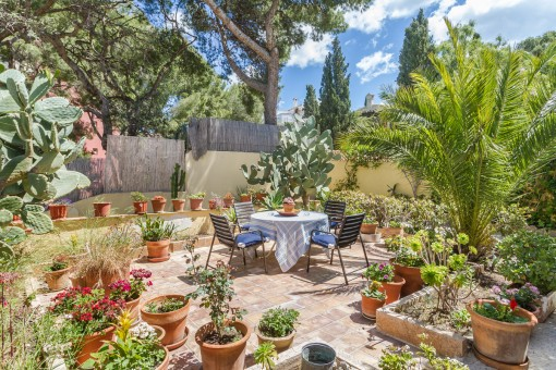 Idyllischer Garten des Anwesens