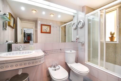 Zweites Badezimmer mit Tageslicht