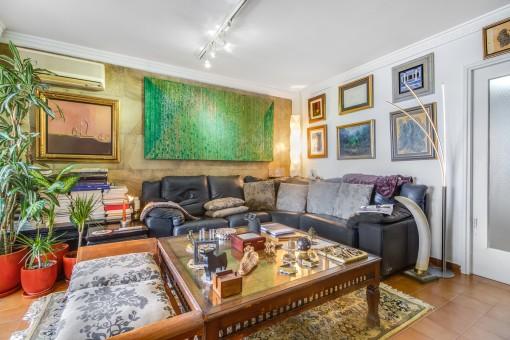 Großes Sofa im Wohnbereich
