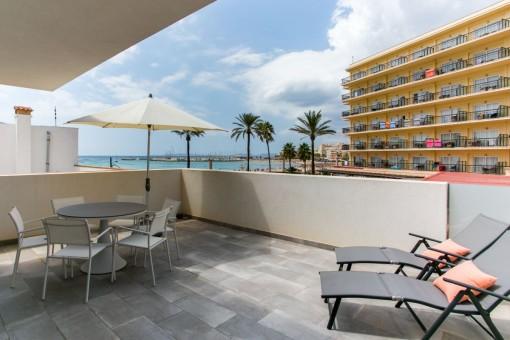 Neubauhaus mit zwei 3-Schlafzimmer-Wohnungen, Pool und Meerblickterrasse in Can Pastilla