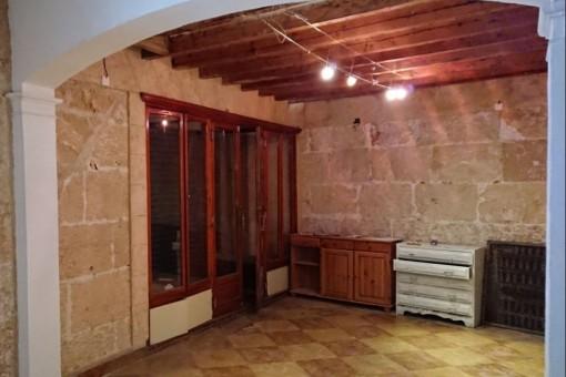 Das Haus hat schöne Sandsteinwände