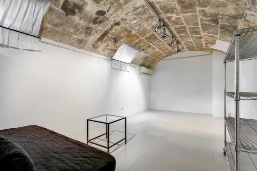 Großer Raum mit Deckengewölbe