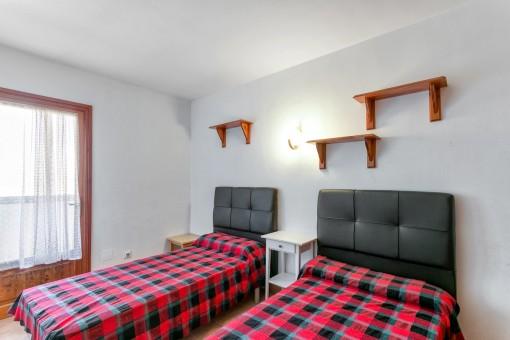 Schönes Schlafzimmer mit Balkonzugang
