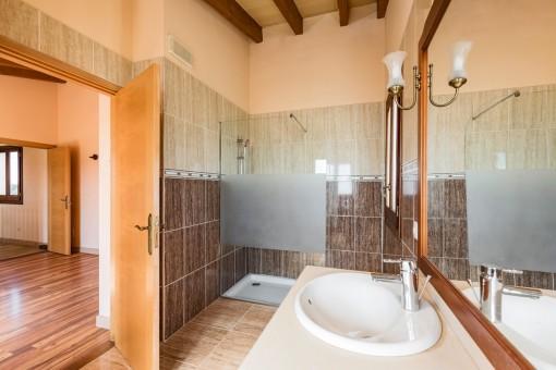 Alternative Ansicht des Badezimmers