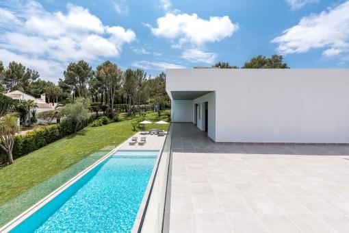 moderne luxusvilla mit meerblick auf einem gro en grundst ck in sol de mallorca kaufen. Black Bedroom Furniture Sets. Home Design Ideas