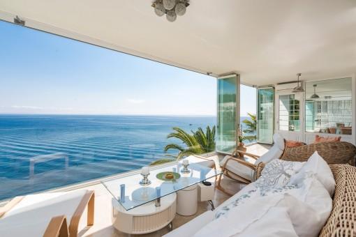 Der Wohnbereich bietet einen atemberaubenden Meerblick