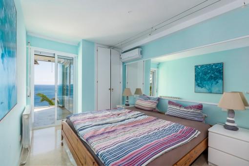 Doppelschlafzimmer mit Zugang zum fabelhaften Wohnbereich
