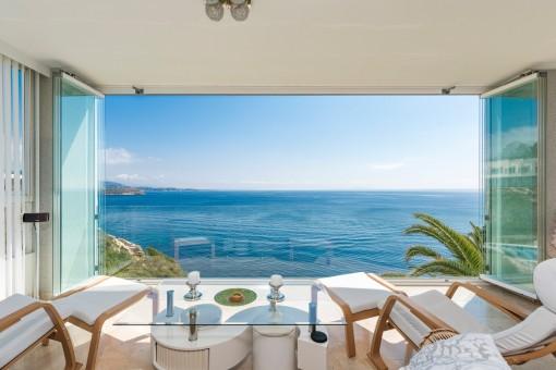 Schönes Apartment mit fantastischem Panorama-Meerblick in Cala Vinyas