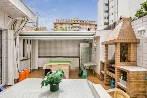 Innenhof mit Grillbereich und Sommerküche