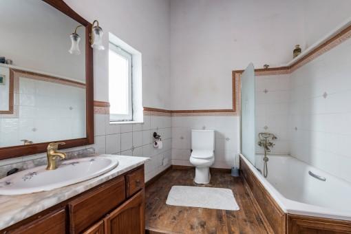 Badezimmer im ursprünglichen Stil