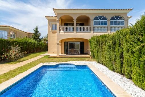 Exklusive Doppelhaushälfte mit Pool und Meerblick in Sa Torre