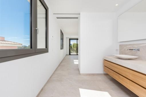 En Suite Badezimmer mit Tageslicht