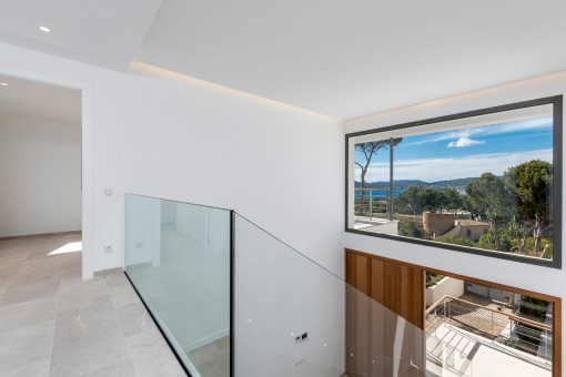 Faszinierendes Panoramafenster auch im Eingangsbereich