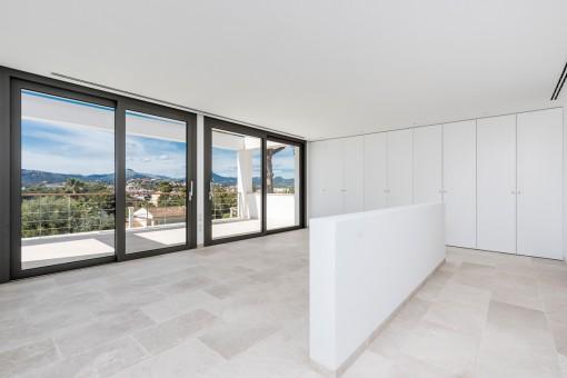 Großes Hauptschlafzimmer mit eigener Terrasse