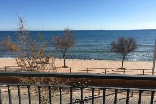 Unmöblierte Meerblick-Wohnung direkt an der Strandpromenade von El Molinar