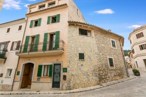 Grosses charmantes Dorfhaus in Mancor de la Vall mit 2 möglichen Wohneinheiten und einer Dachterrasse von ca. 60 qm