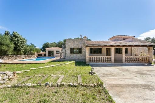 Steinverkleidete Villa mit großem Grillhaus, Pool und Garage in der Nähe von Sencelles