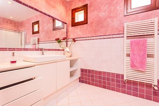 Weiteres Badezimmer mit Heizung