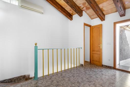Obergeschoss mit Zugang auf die 30 qm Terrasse