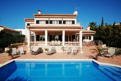 Aktuelle Außenansicht der Villa