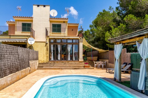 Charmantes Doppelhaus-Chalet mit Pool und Meerblick in Vallgornera
