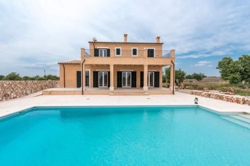 Hochwertige Neubau-Finca mit Pool und tollem Weitblick sehr nahe an Santanyi